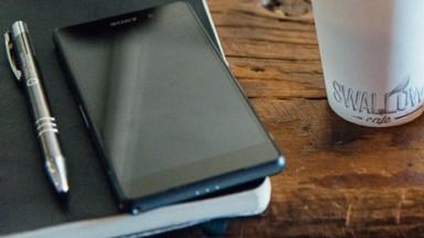 Neljä tapaa, joilla parantaa sosiaalisen median ja puhelimen käyttöäsi.